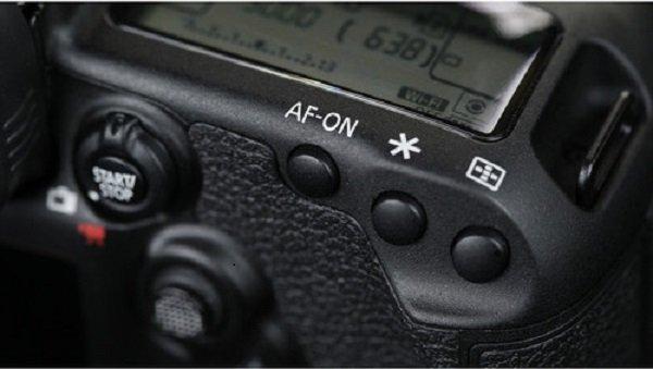 màn hình phụ trên Canon EOS 5D Mark IV