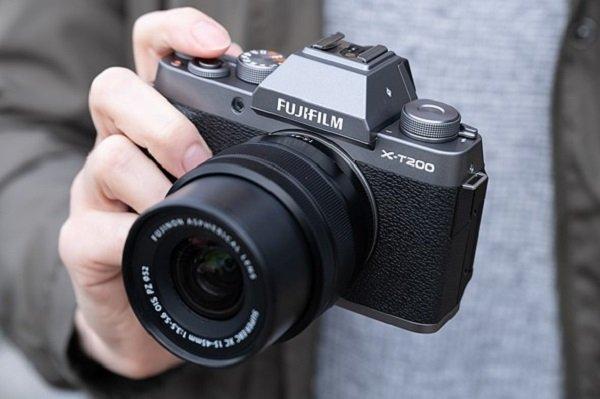 Thiết kế và các cổng kết nối trên Fujifilm XT200