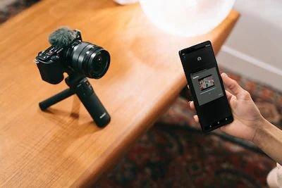 Máy ảnh Sony ZV-E10 có kết nối Bluetooth và Wi-Fi