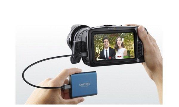 Pocket Cinema Camera 4K - nhiều cổng kết nối mở rộng