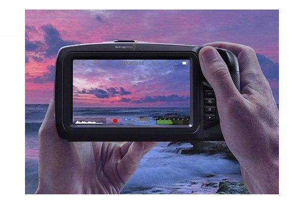 Pocket Cinema Camera 4K - màn hình cảm ứng