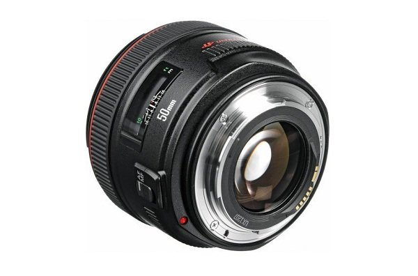 Canon EF 50mm f/1.2L USM - thiết kế mạnh mẽ