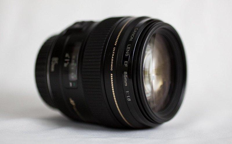 Canon EF 85mm f/1.8 USM cho màu sắc trung thực, sống động